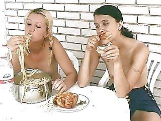 girls pissing