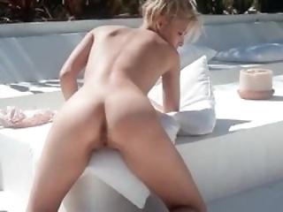 erotic outdoor pissing